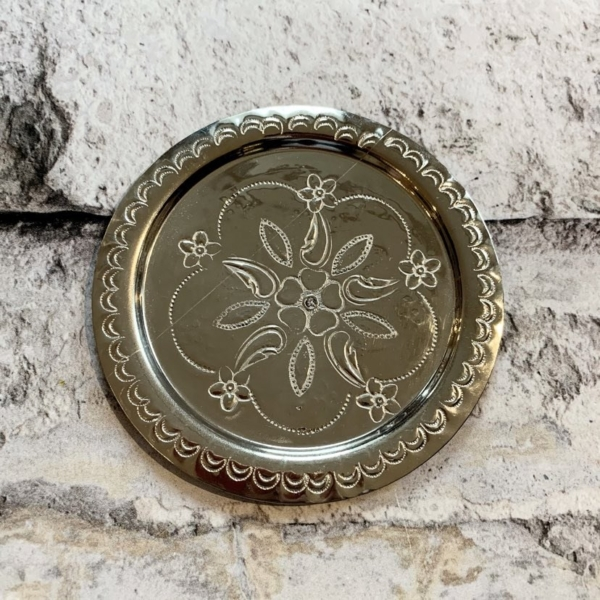 Sølvfarvet bordskåner/underkop - (11CM)