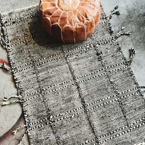 Marokkansk håndvævet tæppe i ren uld
